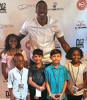 NBA star Dwight Howard encourages children to read