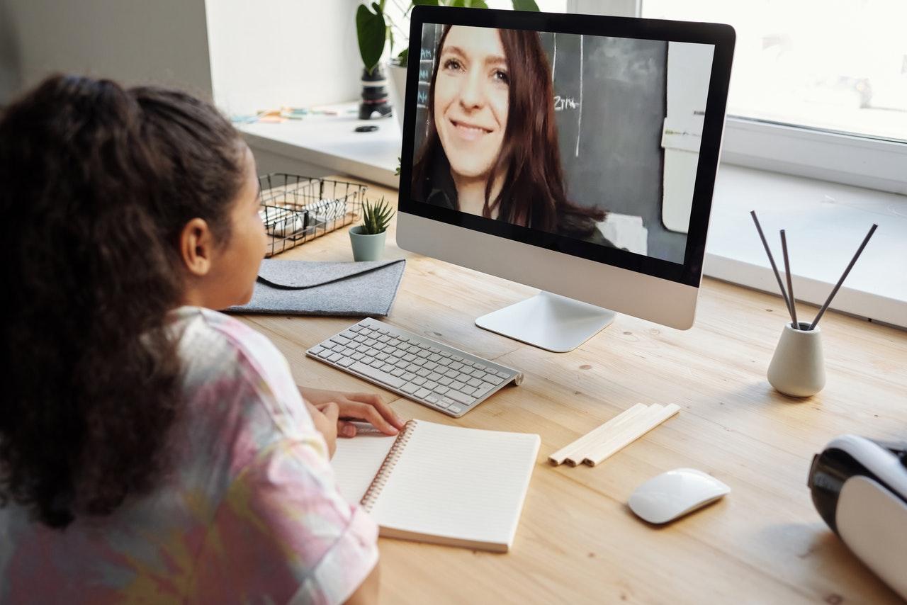 female student online learning